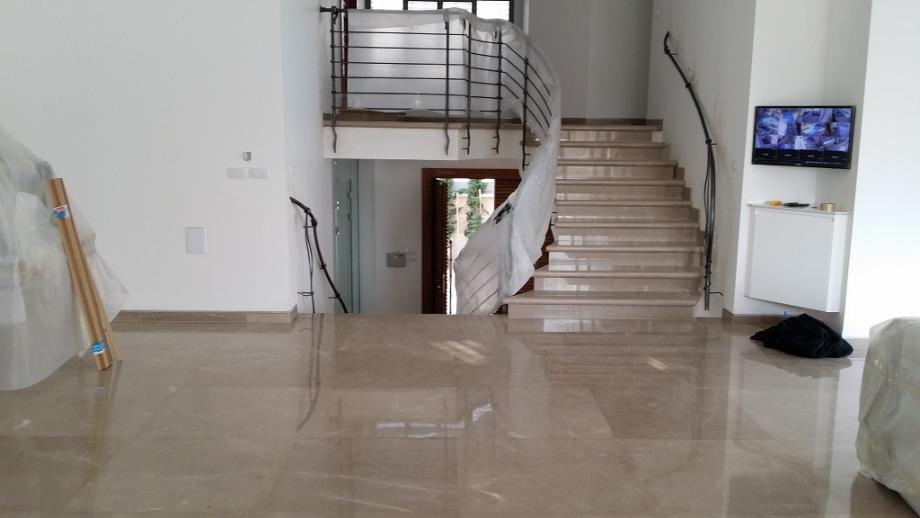 מדרגות וריצוף